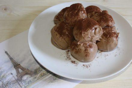profiteroles al cioccolato con crema pasticcera