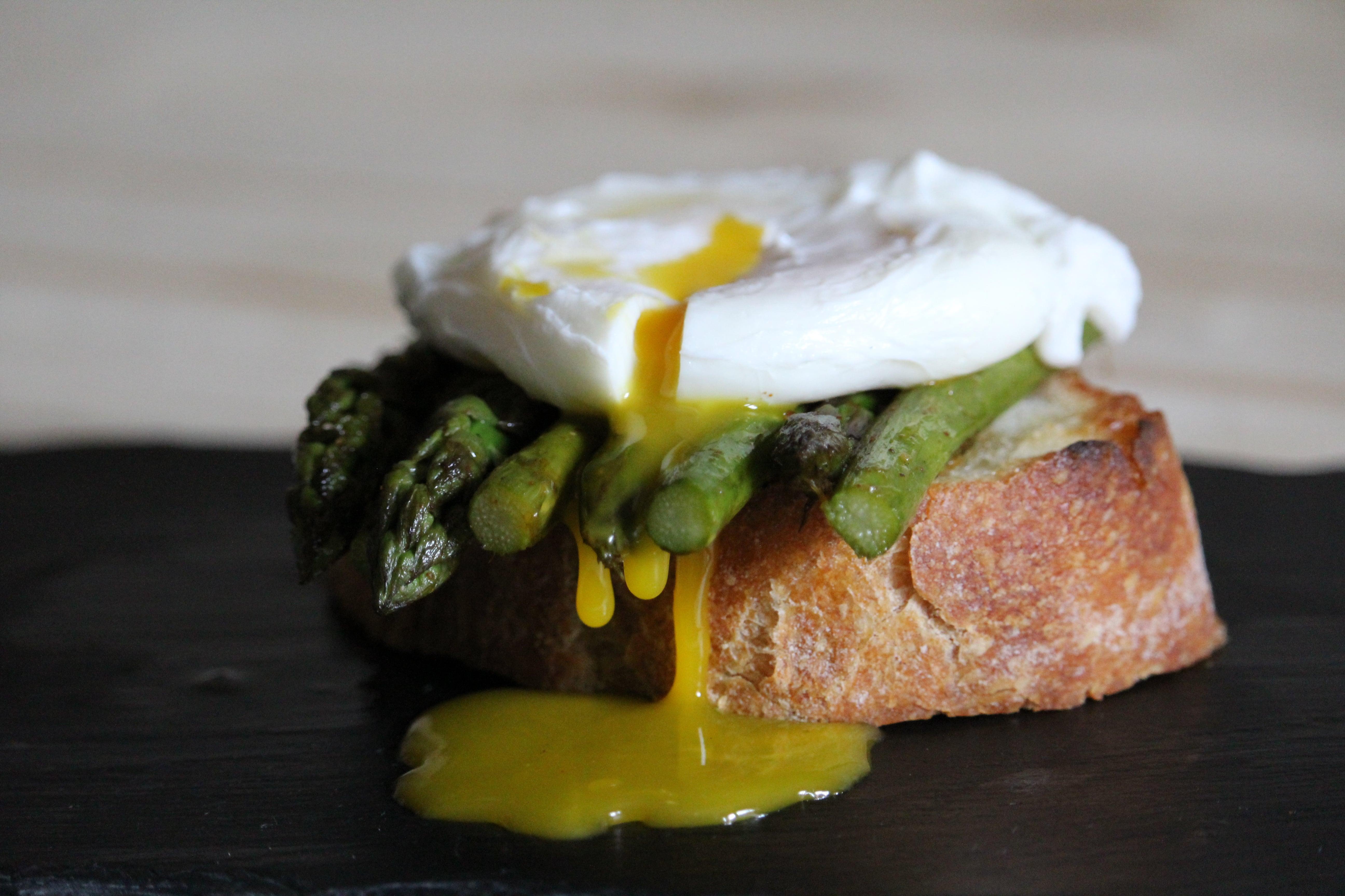 asparagi con uovo in camicia