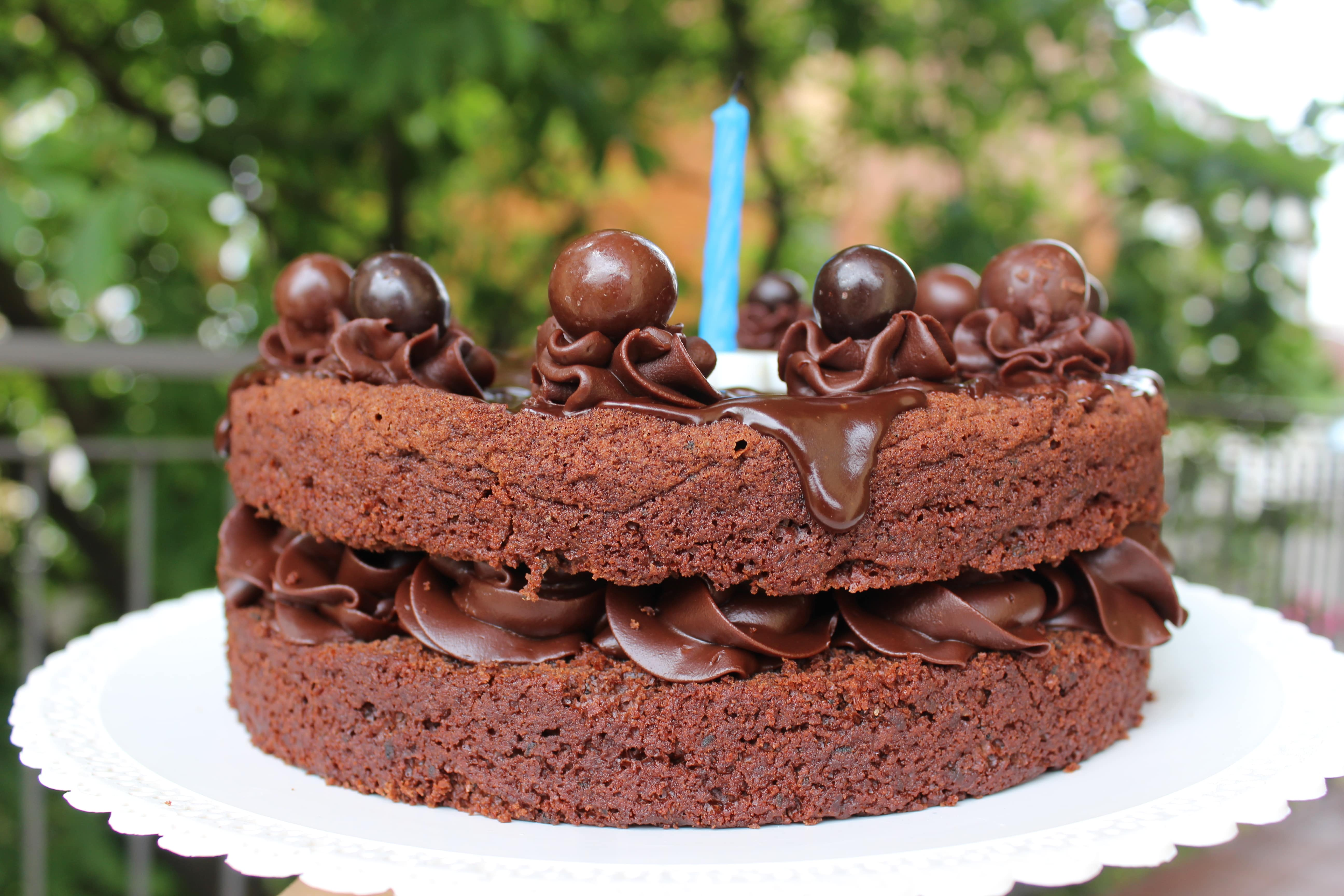 Torta al cioccolato fondente senza uova e senza burro