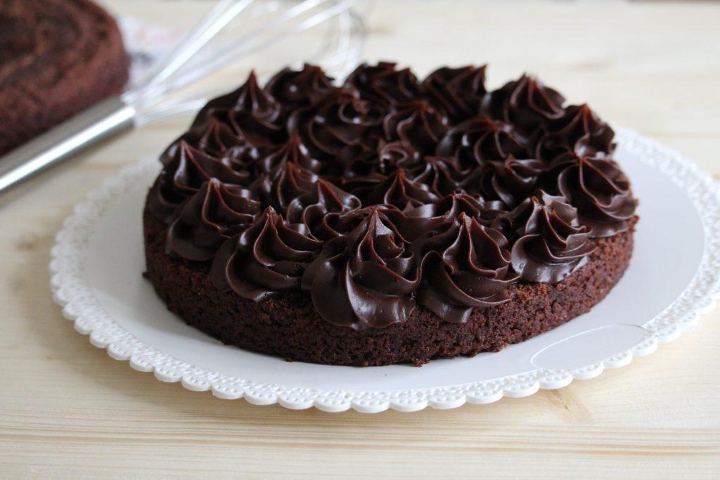 strato di torta al cioccolato senza uova