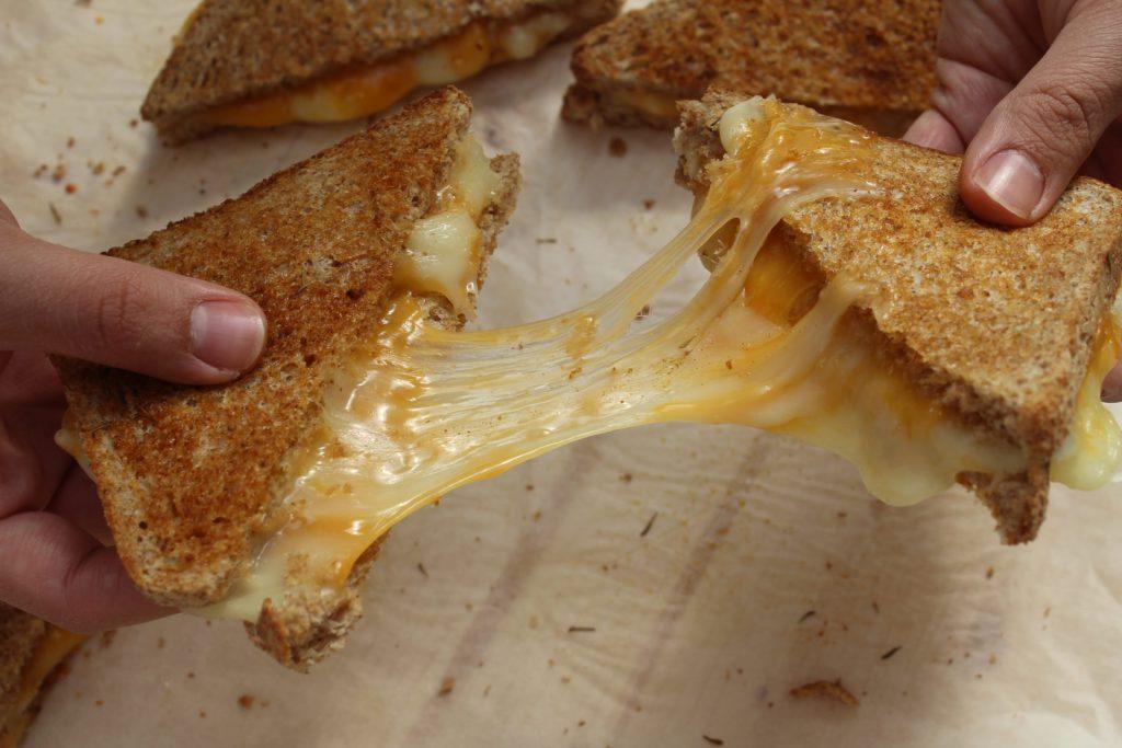 toast al formaggio americani filanti