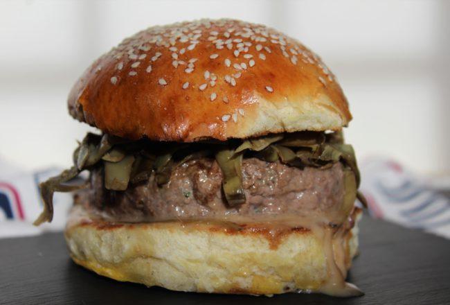 Hamburger con carciofi e crema di gorgonzola e noci