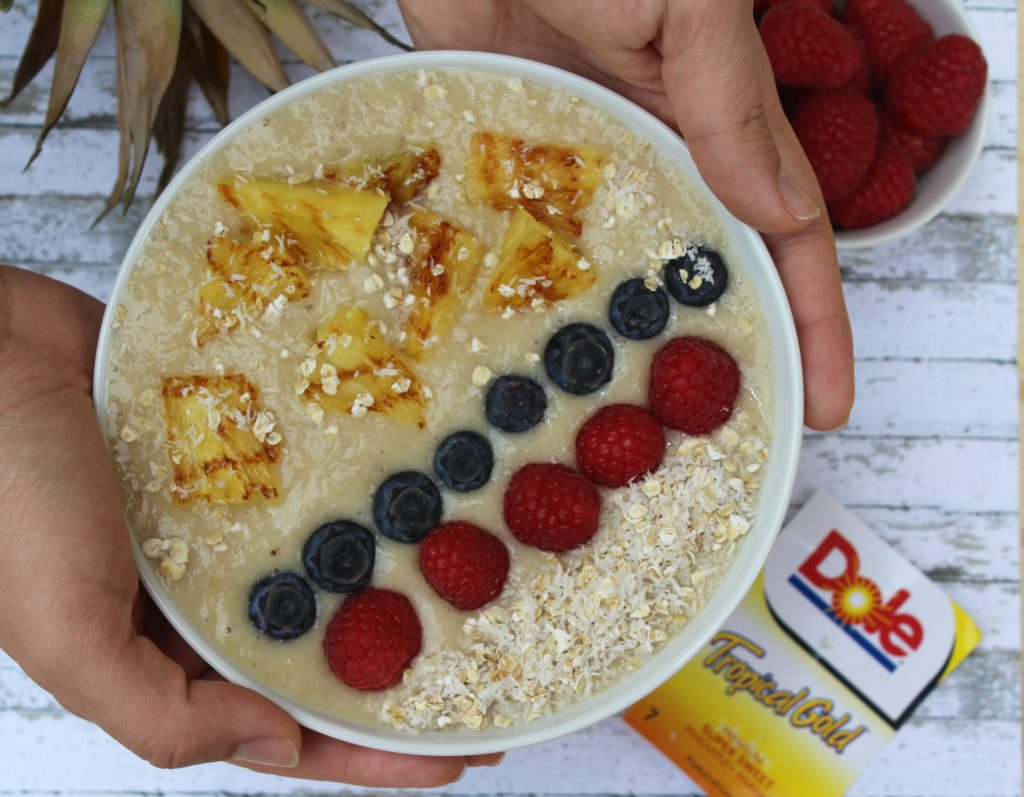 Smoothie bowl con banane e ananas