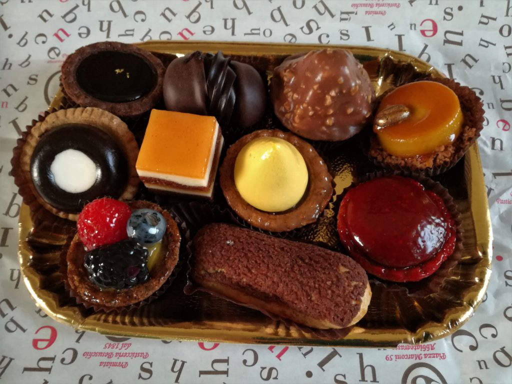 vassoio di dolci besuschio
