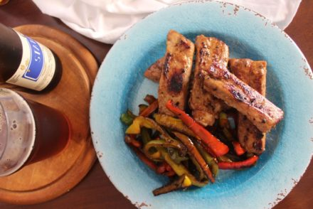 costine di maiale al forno con sciroppo d'acero