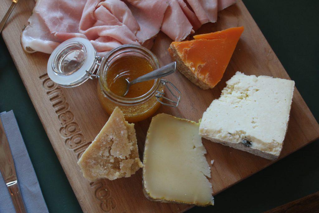 degustazione di formaggi la casera