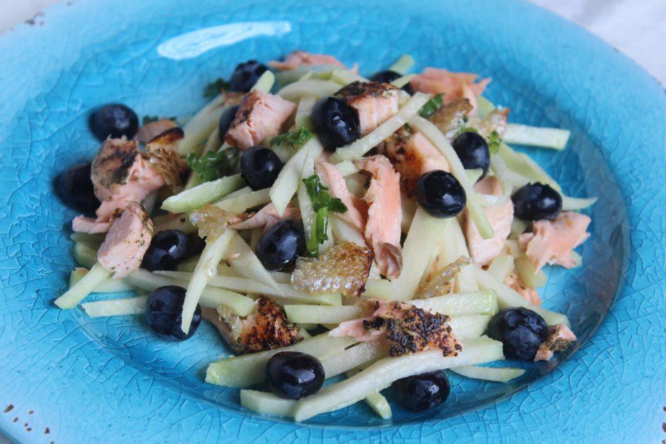 insalata cavolo rapa con salmone e mirtilli