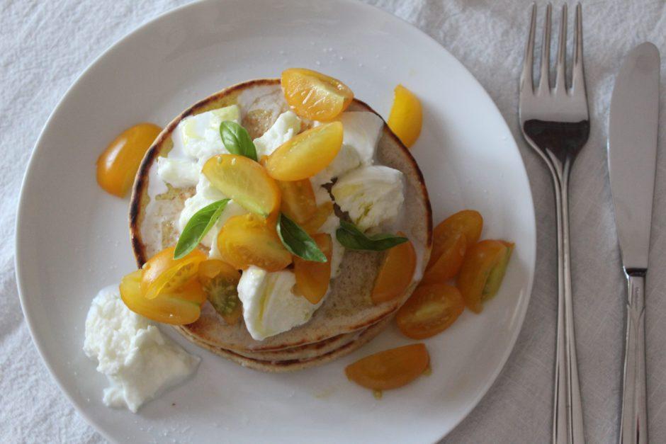 pancakes salati con pomodori gialli