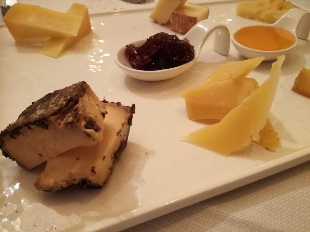 tagliere di formaggi bergamaschi