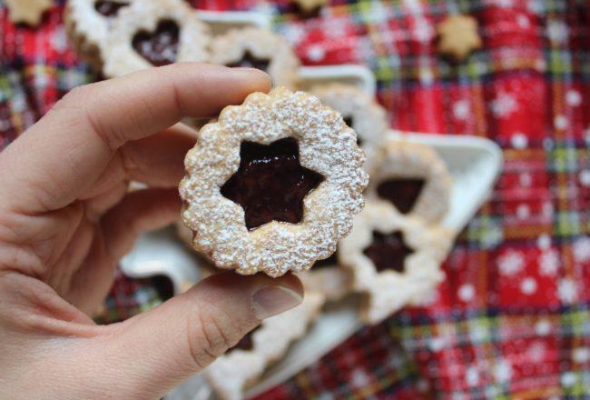 biscotti con composta di lamponi
