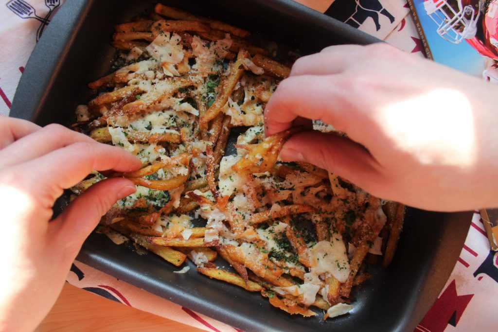 patatine fritte filanti al formaggio