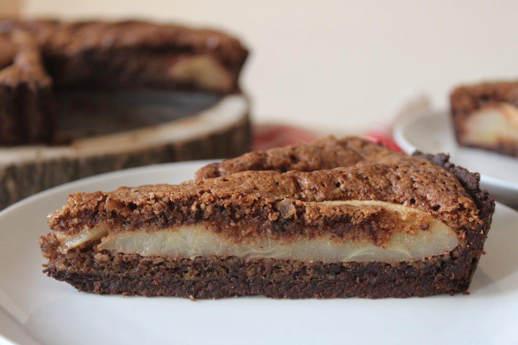 fetta di crostata pere e cioccolato