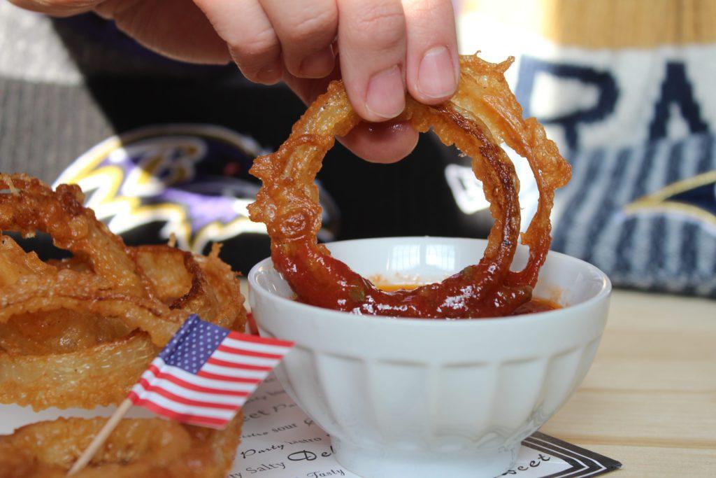anelli di cipolla fritti in pastella di birra