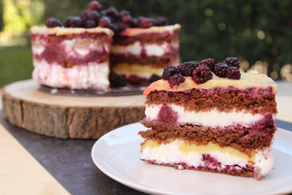 fetta di torta gelato alle more