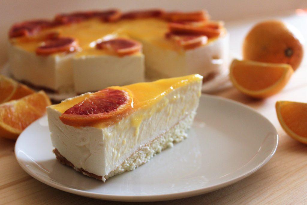 fetta di mousse cake all'arancia