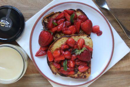 french toast con fragole e miele di tiglio