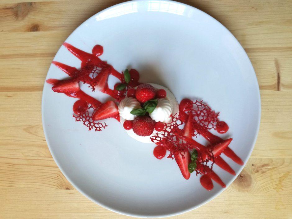 panna cotta alle fragole e basilico