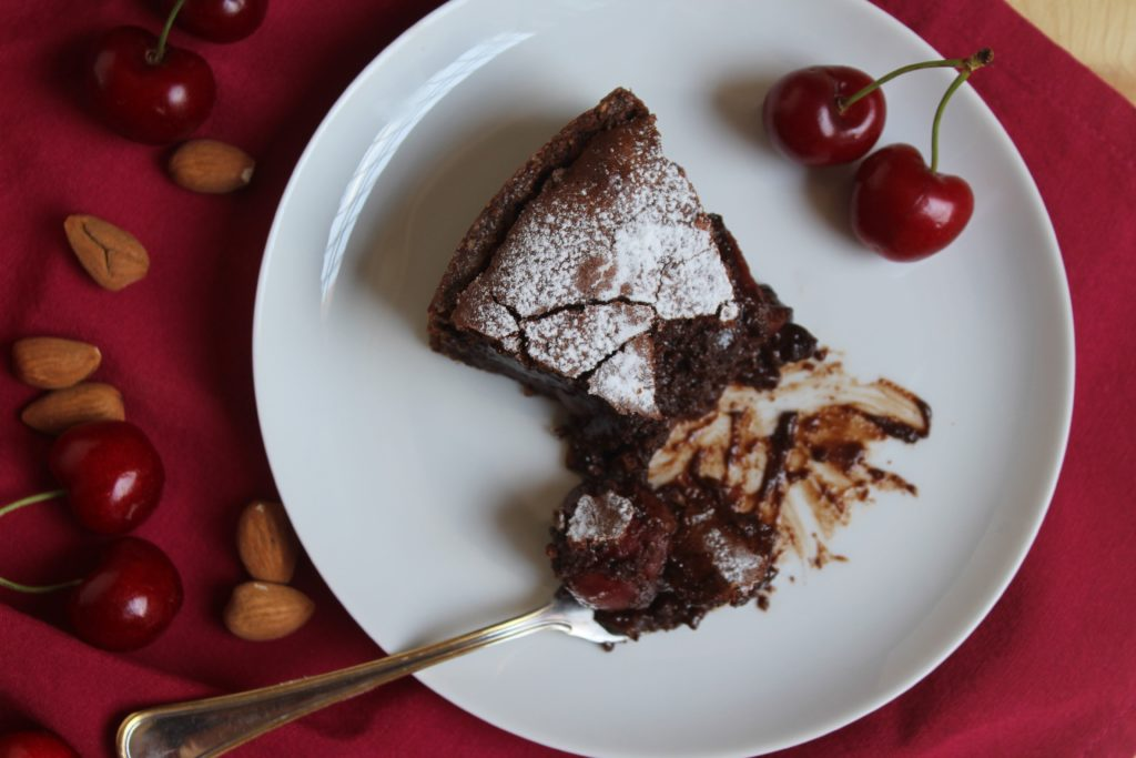 crostata con ciliegie e cioccolato fondente