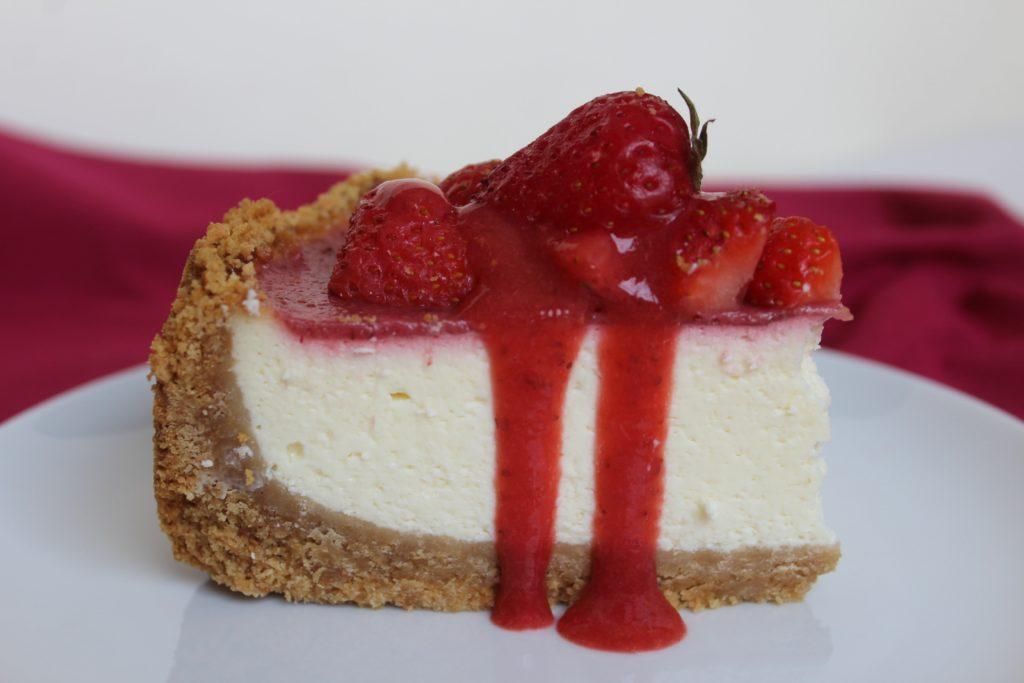 fetta di new york cheesecake alle fragole