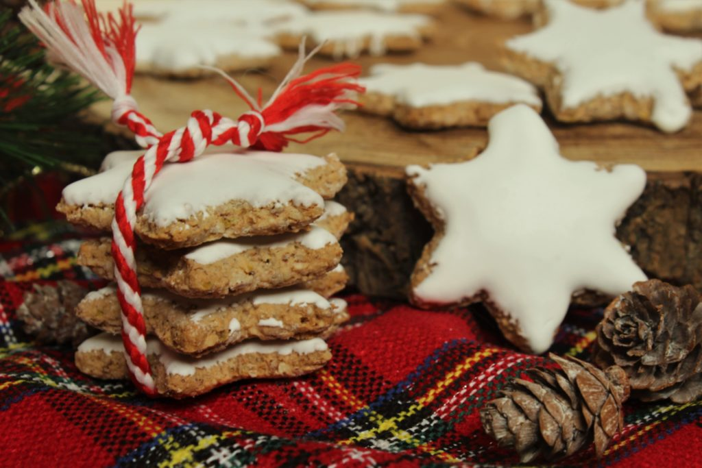 Biscotti Di Natale Zimtsterne.Zimtsterne Stelle Alla Cannella Glassate Di Natale Spignattando