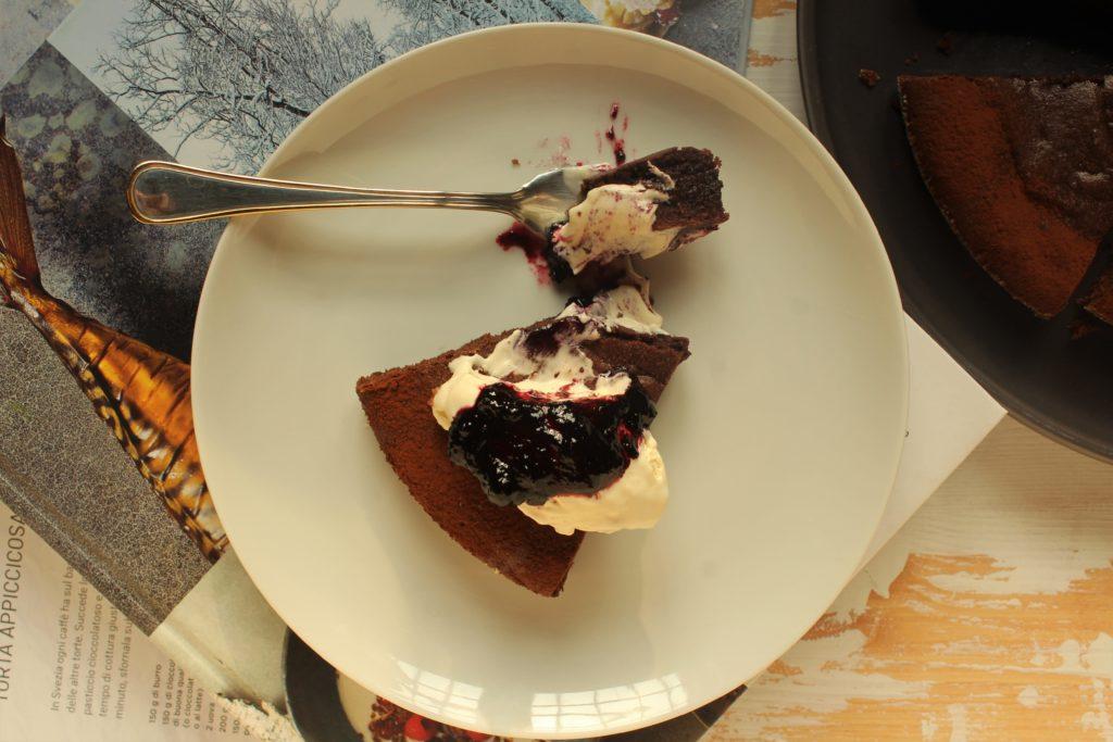 fetta di torta al cioccolato svedese