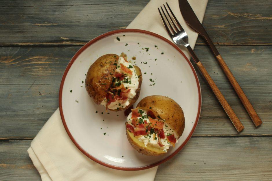 baked potatoes con bruss e bacon