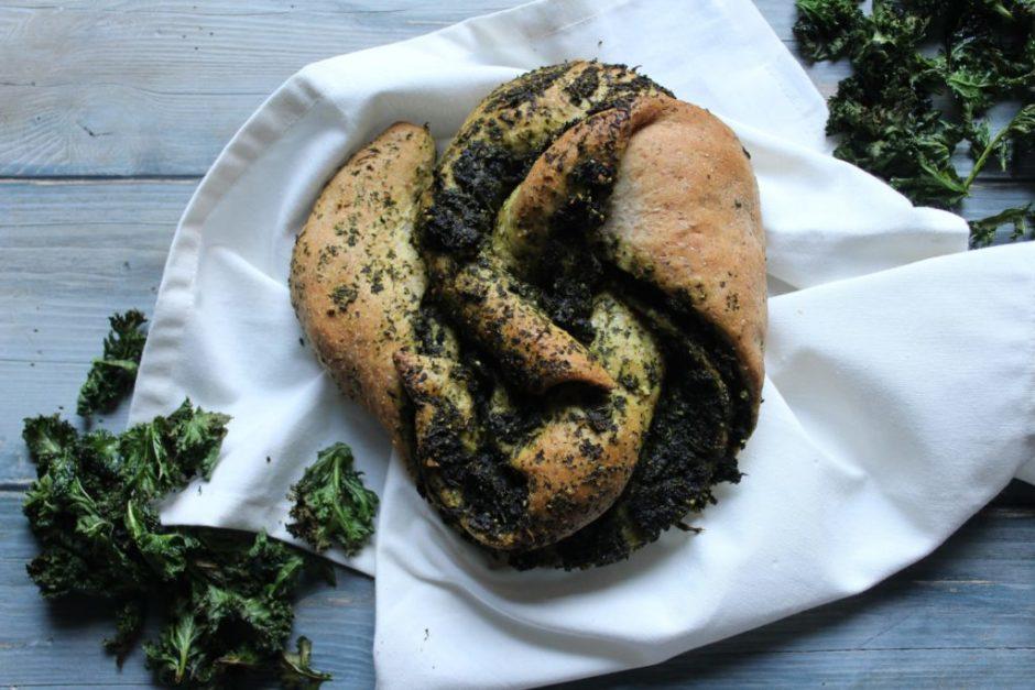 corona di pane con pesto di kale
